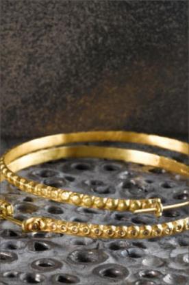 עגילי חישוק עם יהלומים