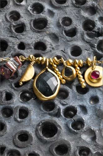 שרשרת עם יהלום שחור ורובי