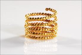 טבעת עם עיגולי זהב צהוב