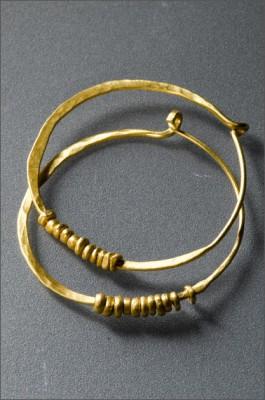 צמידים עם חרוזי זהב