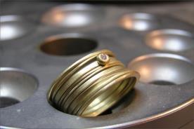 טבעת אירוסין רחבה יהלום קטן
