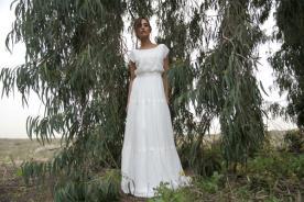 שמלת כלה עם חלק עליון נשפך