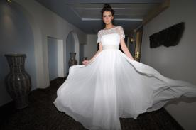 שמלה אלגנטית-זוהרת לכלה