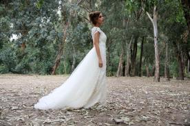 שמלת כלה עשירה בתחרה וטול