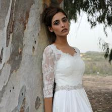 שמלת כלה עם חגורת אבנים