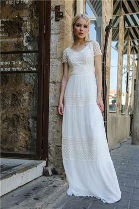 שמלת כלה: קולקציית 2018, שמלה בסגנון רומנטי, שמלה עם תחרה, שמלה בצבע לבן - מירה-עיצוב שמלות כלה