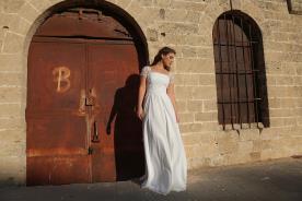 שמלת כלה עם שרוולי תחרה קצרים