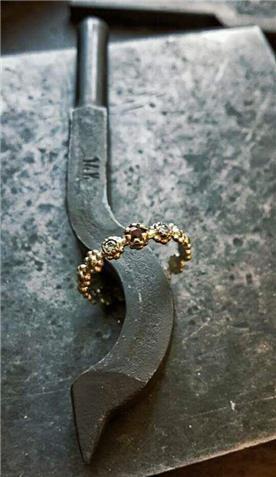 מעצב תכשיטי זהב