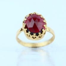 טבעת מיוחדת עם אבן אדומה