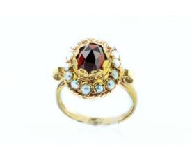 טבעת אירוסין עם אבן גדולה וקטנות