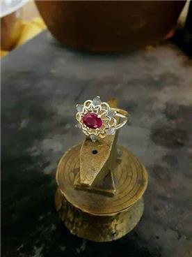 תכשיט: תכשיט לאישה, תכשיט מזהב צהוב, תכשיט מזהב אדום, תכשיט בעיטור עיגולים, יהלומים - רועי איבגי-אומן צורפות