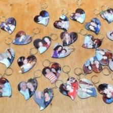 צלם לתמונות על מחזיקי מפתחות לאירועים