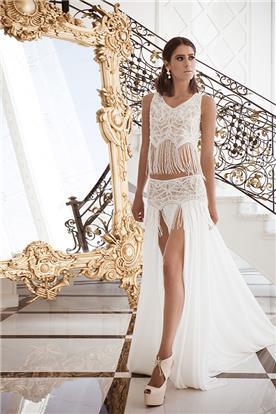 שמלת כלה: שמלה בסגנון נועז, קולקציית 2016, שמלה בסגנון רומנטי, שמלה עם תחרה, שמלה עם שסע, שמלה בצבע לבן - דניאל רומי קדוש