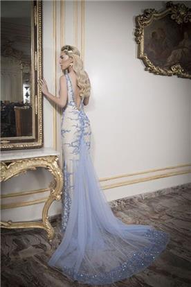 שמלת ערב עם גב חשוף ושובל בגוון כחול