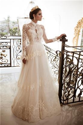 שמלה מעוצבת עם צווארון קלאסי