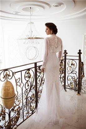 שמלת כלה עם שרוולים וחצאית תחרה