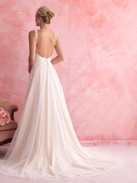 שמלת כלה אמפיר עם גב חשוף