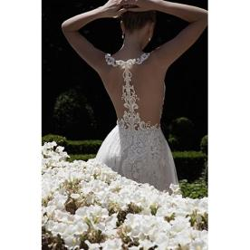 שמלת כלה עם גב חשוף אלגנטי