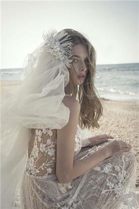 שמלת כלה: קולקציית 2020, שמלה בסגנון רומנטי, שמלה עם תחרה, שמלה עם גב חשוף, שמלה בצבע לבן - אלון ליבנה