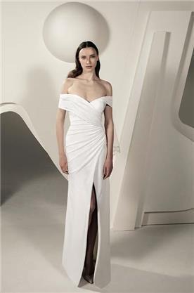 שמלה עם מחשוף