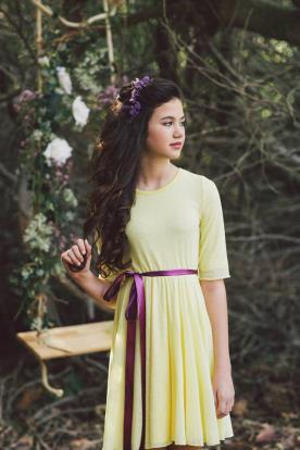 איפור ושיער בעיצוב רומנטי לנערה