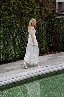 שמלת כלה אוף שולדר בעיצוב כפרי