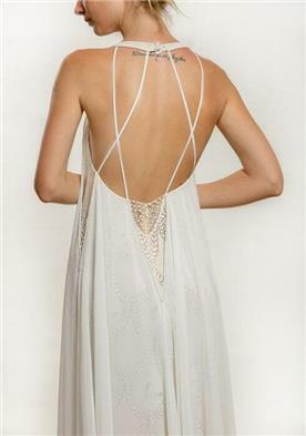 שמלת כלה עם איקסים בגב