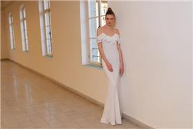 שמלת כלה: קולקציית 2020, שמלה עם כתפיות דקות, שמלה בסגנון רומנטי, שמלה עם תחרה, שמלה עם מחשוף, שמלה בצבע לבן - מיקה - שמלות כלה במחירים שפויים