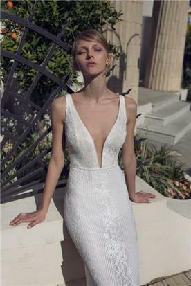מיקה שמלת כלה עם מחשוף עמוק