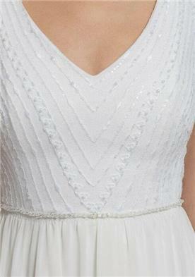 שמלת כלה עם עיטור עדין
