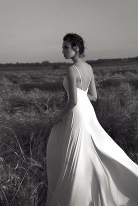 שמלה רומנטית בגזרה נשפכת