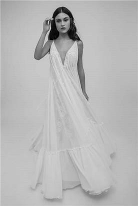 שמלת כלה מתנופפת