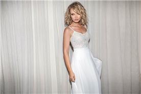 שמלת כלה מעוצבת עם כתפיות דקות