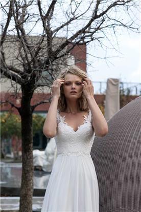 שמלת כלה בעיצוב עדין