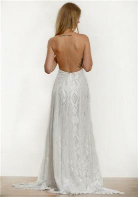 שמלת כלה חשופת גב