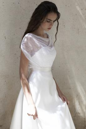 שמלת כלה ללא מחשוף וללא כתפיים חשופות