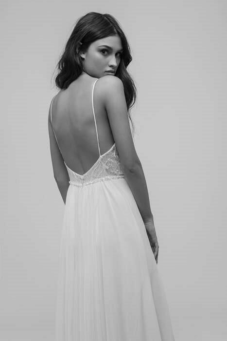 שמלת כלה עם כתפיות ארוכות
