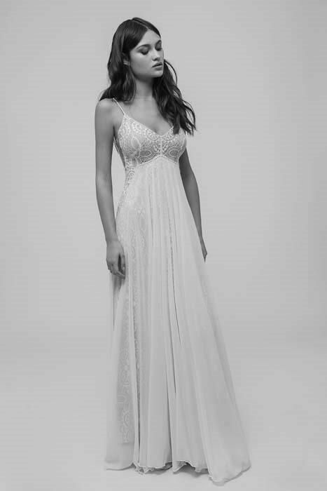 שמלת כלה בגזרה גבוהה