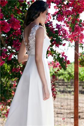 שמלת כלה: שמלה עם כתפיות עבות, קולקציית 2016, שמלה בסגנון רומנטי, שמלה בסגנון קלאסי, שמלה עם תחרה, שמלה בצבע לבן - מיקה - שמלות כלה במחירים שפויים