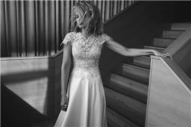 שמלת כלה בשילוב תחרה עברה בחלק העליון ובמחשוף