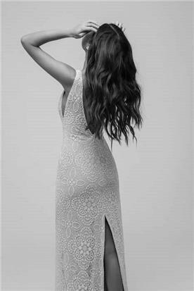 שמלת כלה עם שסע אחורי
