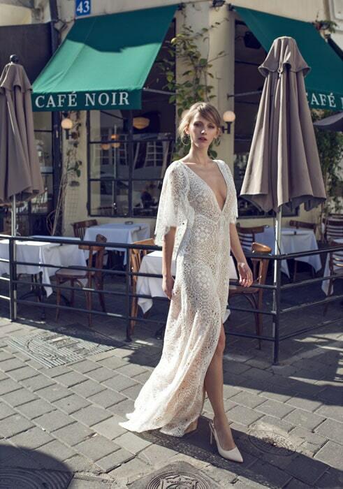 שמלת כלה עם מחשוף ושסע