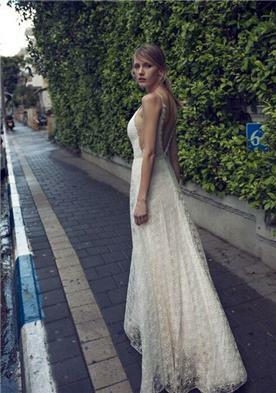 מיקה שמלת כלה עם שובל ארוך