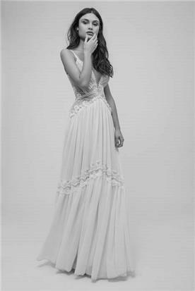 שמלת כלה מעוטרת