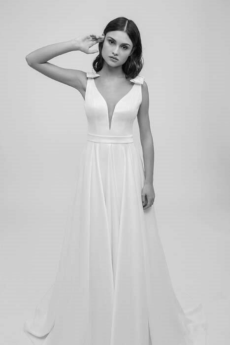 שמלת כלה בעיצוב דמוי פרח