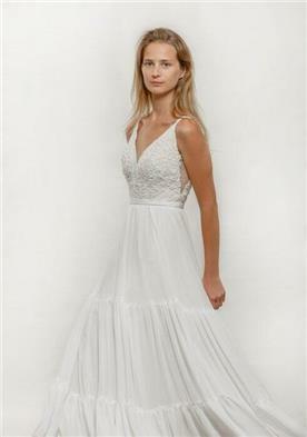שמלת כלה עם שכבות בתחתית