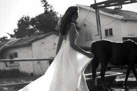 שמלה עדינה בגזרה נשפכת