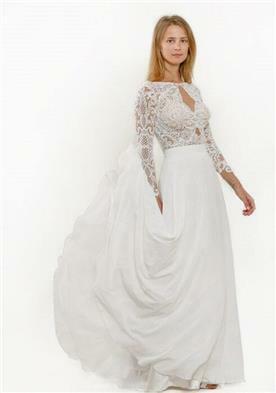 שמלת כלה עם מחשוף מיוחד
