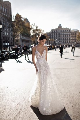 שמלת כלה מחשוף V מיוחד