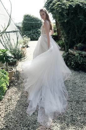 שמלת כלה שכבות של טול
